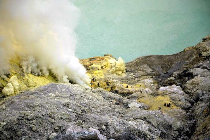 озеро Иджен вулкан