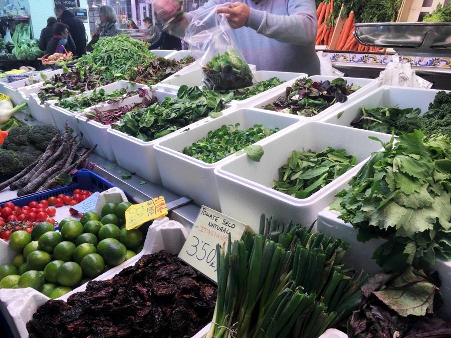 свежая зелень и травы рынок