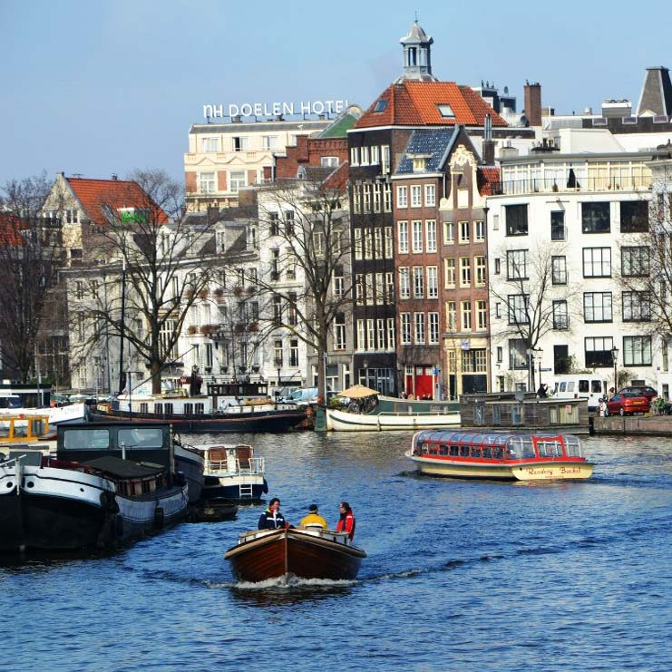 canals in the centre of the city