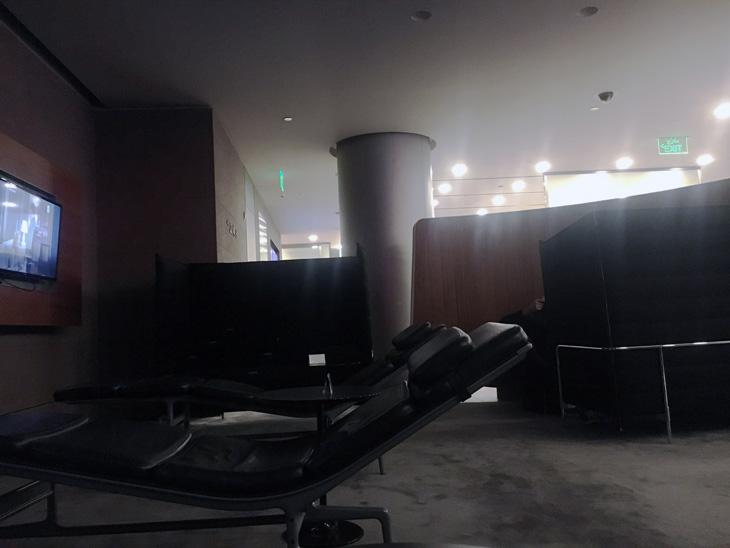 зона отдыха бизнес зал аэропорт Доха