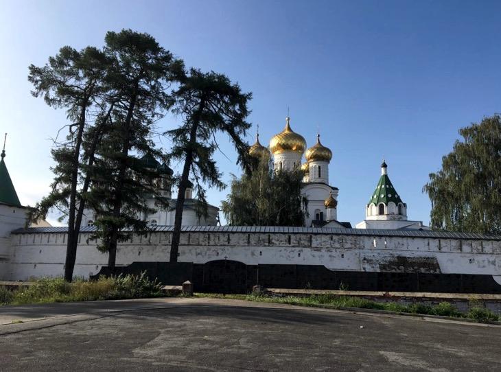 монастыри и церкви