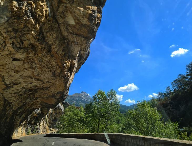 камни на дороге франции